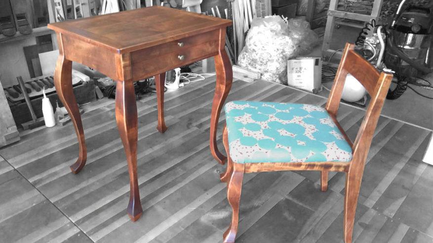猫足の机と椅子を作製