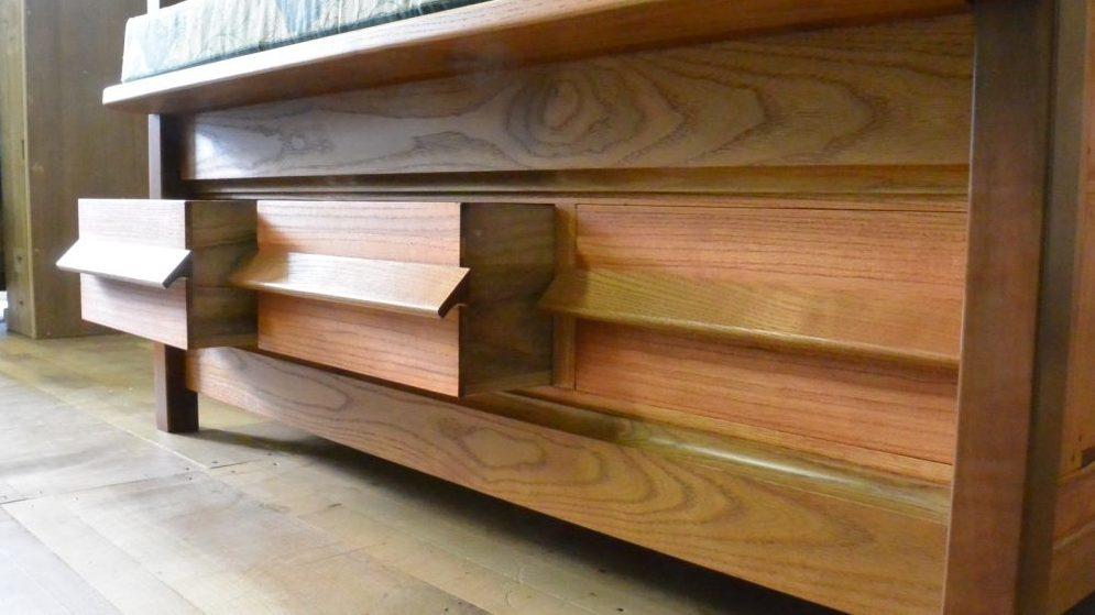 桐たんすを北欧ビンテージ調のソファとチェストに再生