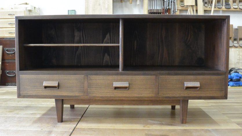 三つ重ね整理箪笥から北欧ビンテージ調チェスト二竿とTVボードに改造